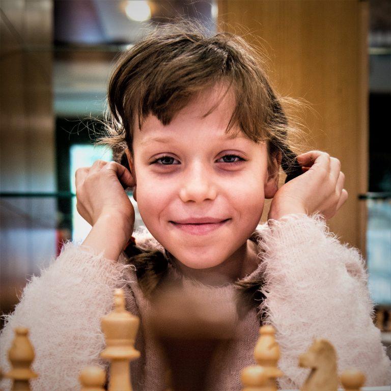 Ośmiolatka, która gra więcej niż Mistrz Świata
