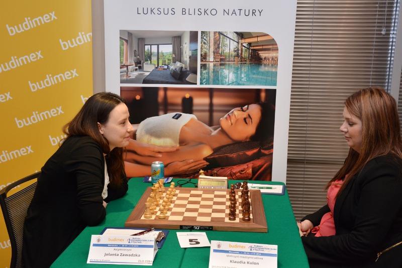 Jolanta Zawadzka vs Klaudia Kulon Lotto Mistrzostwa Polski 2014 -  zdjęcie pochodzi ze strony www.pzszach.pl/mp2014/